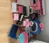 Barbie, Møbler dukker og tøj