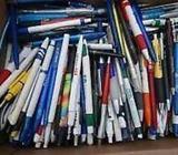 ** En stor samling kuglepenne med reklamer ** *
