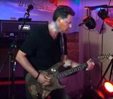 Erfaren og scenevant guitarist søger band inden